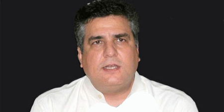 Journalist forces Daniyal Aziz to apologize for offensive remarks