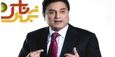 Naeem Bukhari begins hosting Khabarnaak on Geo News