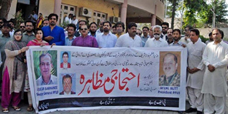 PFUJ president warns of protest in front of Parliament against Capt. Safdar