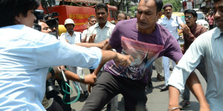Photojournalists covering fire in India attacked by police driver