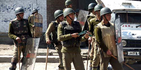 Police beat up journalists in Indian Occupied Kashmir