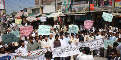 Protest against baton-charge of media men