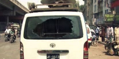 Samaa news van attacked, no casualties