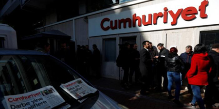Turkey orders arrest of nine newspaper staff