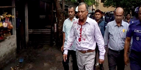 Editor attacked by pro-government mob in Bangladesh