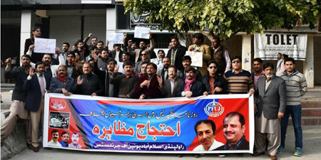 Journalist unions protest as Daily Express lays off staff in Islamabad