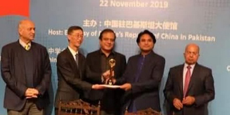 Journalist Yasir Habib wins Golden Anchor Communication award