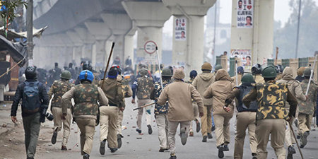 Journalists attacked by police, disrupted by protesters in India