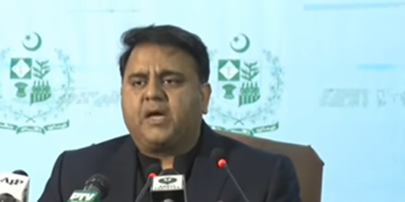 Journalists condemn Fawad Chaudhry's non-serious attitude