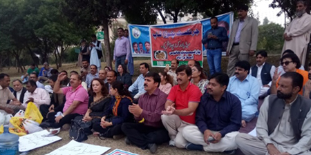 Journalists stay put in front of Parliament House to protest layoffs