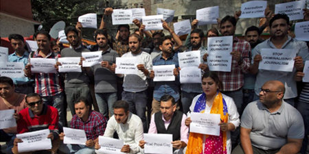 Kashmiri journalists stage protest against 'media gag'