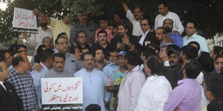 Lahore journalists protest layoffs, pay cuts