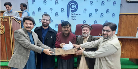Mojo kits distributed among 70 Peshawar journalists