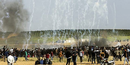 Palestinian journalist shot while covering Gaza protests