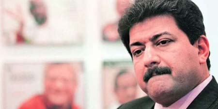 Prime minister unfollows Hamid Mir on Twitter