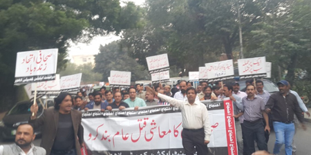 Protesting journalists call on Dunya News CEO to honor his promise
