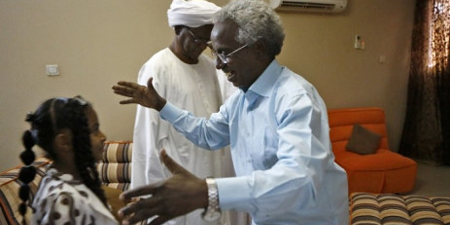 Sudan frees editor held for criticizing emergency rule