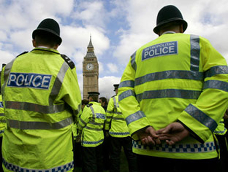 UK police arrest journo in phone hacking probe
